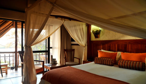 Cresta Mowana Safari Resort & Spa - Suite Bedroom
